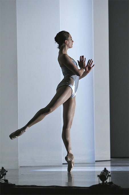 Rt-a-two-part-affair-simone-messmer-on-pointe-looking-away_680