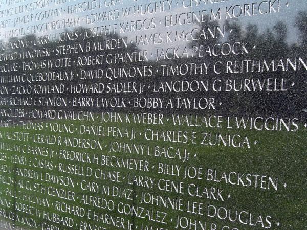 Vietnam-war-memorial-4