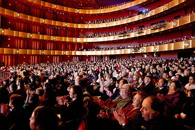 Shen_Yun_Koch_Theatre_20110116_daibing_BDC5966-MOD
