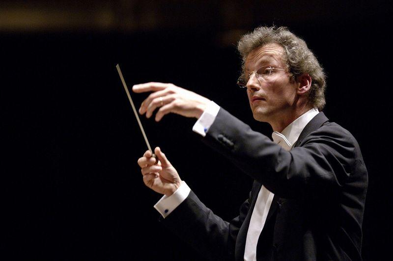 FWM_conducting_2_(credit_Roger_Mastroianni)