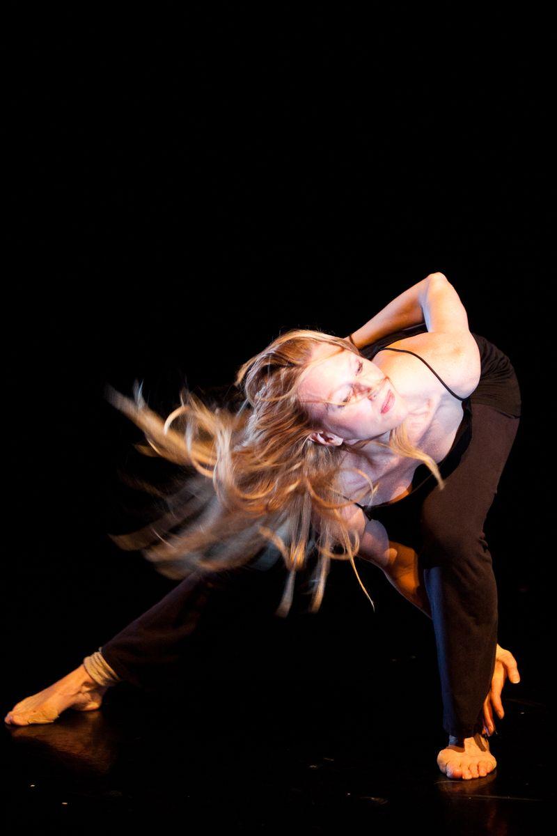 DANCE_AGAINST_C-35