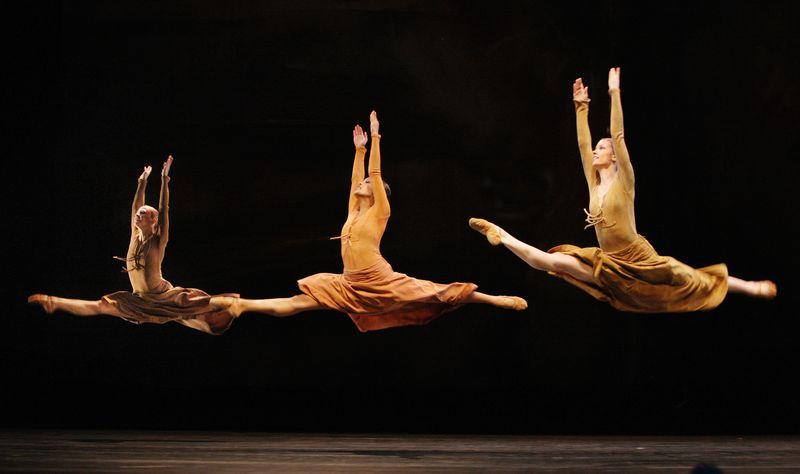 Introdans, 2, in SinfoniaIndia - Photo by Hans Gerritsen
