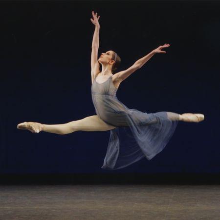 76b92b0303f7a6ef1001c561fc409a52--city-ballet-ballet-shoes