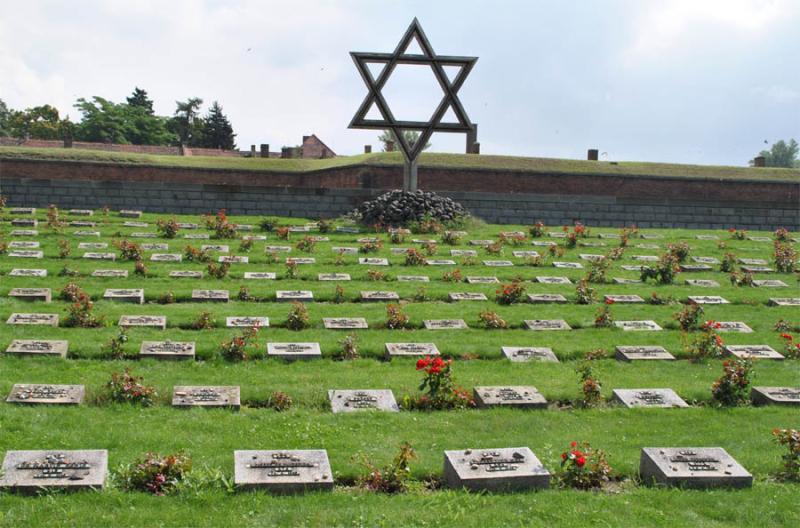Theresienstadt_KZ_Camp_2010_08