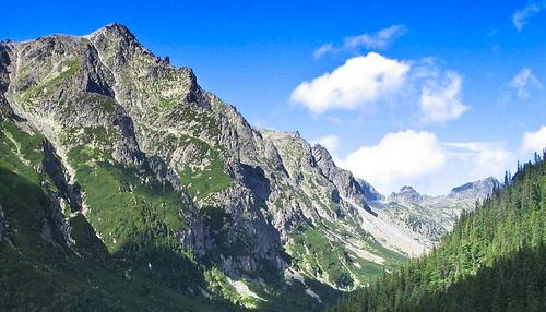 The-Tatras-in-Slovakia_Panoramic-setting_2918